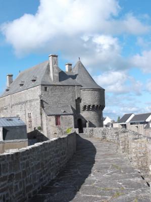les remparts de Guérande - cité de caractère à 5 minutes de Parcofolies