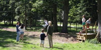 tyrolienne aventure et nature en famille à Parcofolies parc de jeux 44