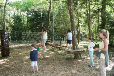 parcours d'obstacles dans la nature à Parcofolies