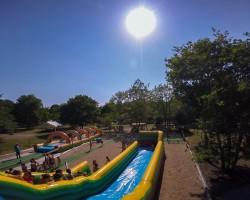 Aquaslide MAX gonflable aquatique géant Parcofolies la Baule