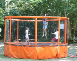 trampoline rond jeux du parc de loisirs Parcofolies