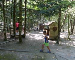 jeux d'équilibre sur troncs d'arbres Parcofolies